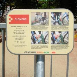 Cedule informační ke stojanům na kola